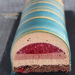 Musowy tort czekoladowy z malinami