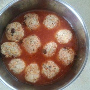 Pulpeciki z indyka z kaszą jaglaną w sosie pomidorowym