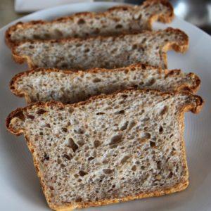 Chleb z żytem i słonecznikiem