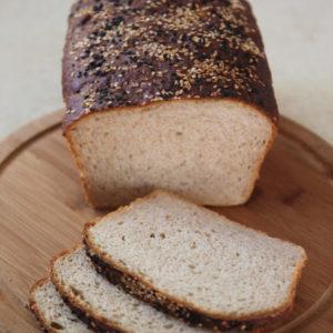 Chleb pszenno-razowy z sezamem na maślance (na drożdżach)
