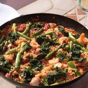 Paella z ośmiornicą, krewetkami i szparagami