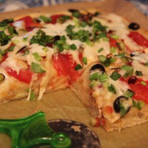 Focaccia z pomidorami, oliwkami i rozmarynem
