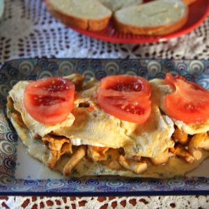 Ziołowy omlet z kurkami i kozim serem