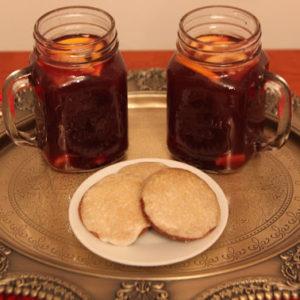 Zimowa herbata z sokiem malinowym, goździkami, imbirem i pomarańczą