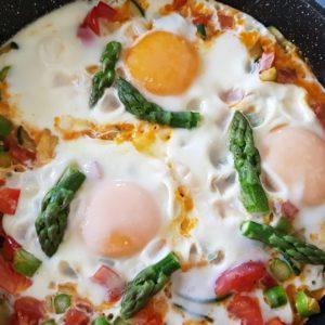 Jajka z warzywami