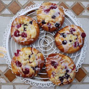 Drożdżówki z owocami
