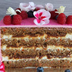 Tort marchewkowy z solonym karmelem